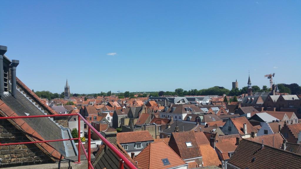Vue les toits de Bruges