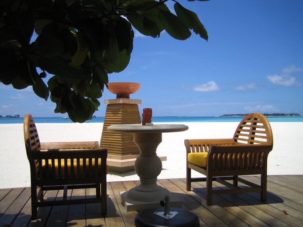 Bar sur l'île de Velavaru aux Maldives