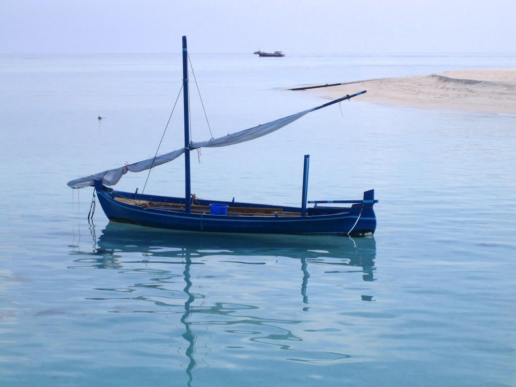 Petit bateau - île de Velavaru aux Maldives
