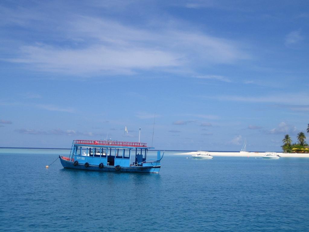 Bateau de plongée sur l'île Velavaru aux Maldives