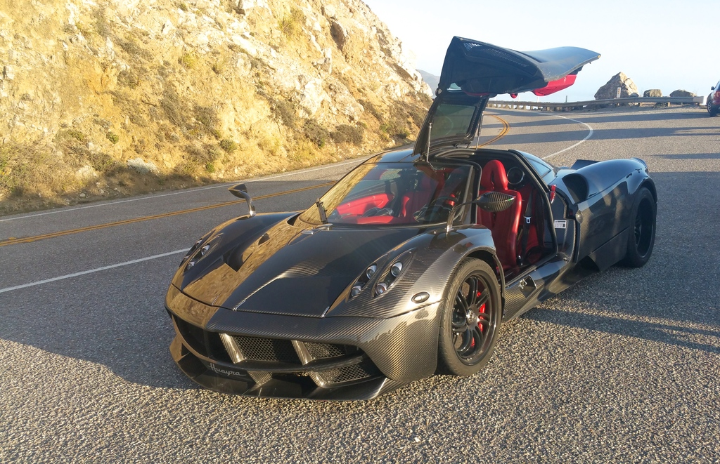 Apparition d'une Pagani à Big Sur sur la route 1 en Californie
