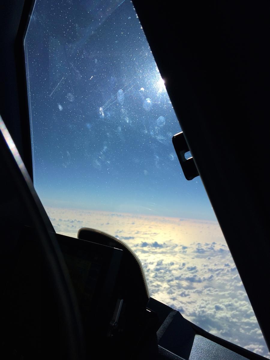 Vue du ciel depuis le cockpit d'un airbus A330