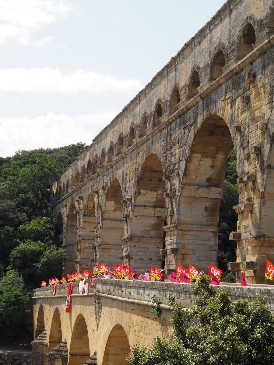 Le Pont du Gard très animé