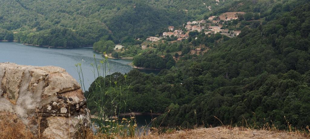 Village et Lac de Tolla en Corse