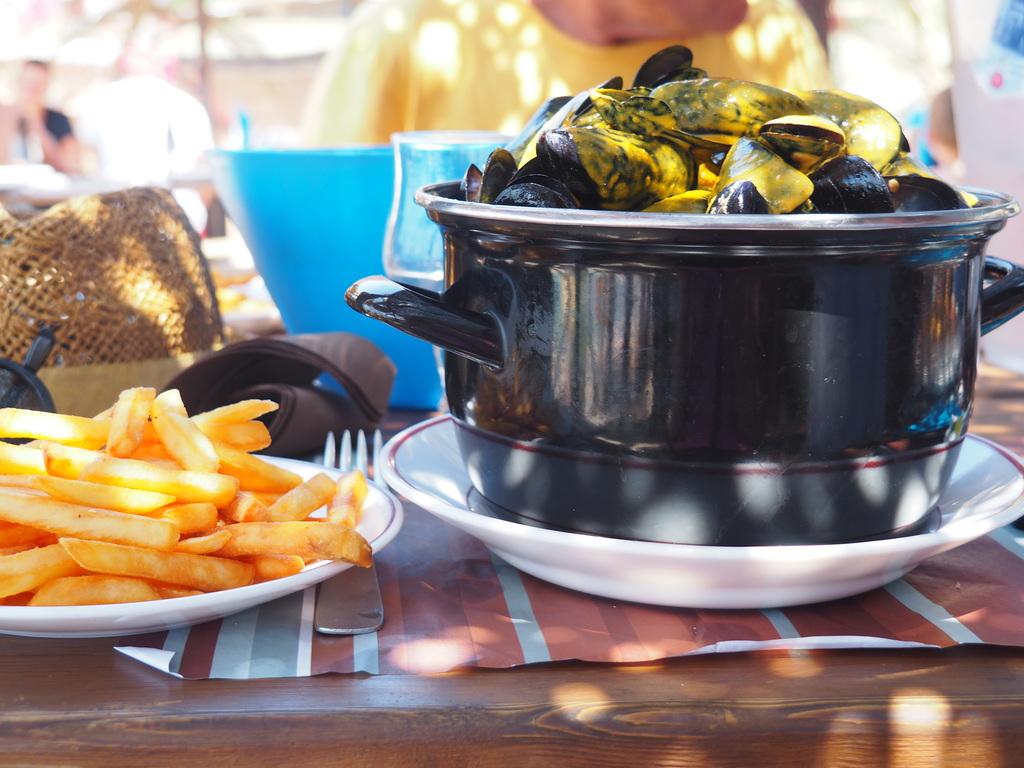 Les fameuses moules au safran du Restaurant Lagon Bleu à Cala d'Orzu en Corse