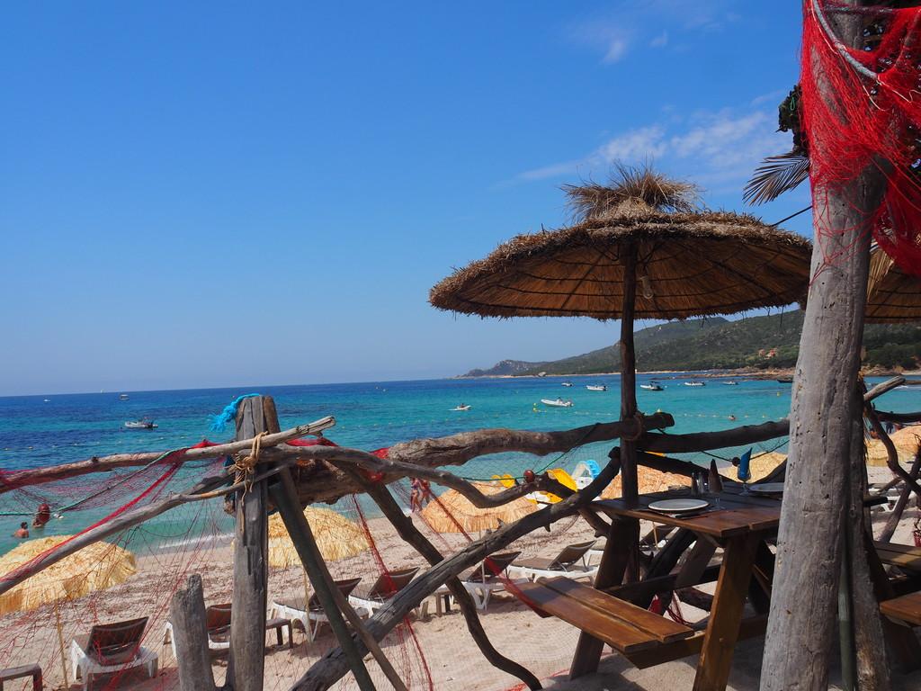 Vue du Restaurant Lagon Bleu à Cala d'Orzu en Corse