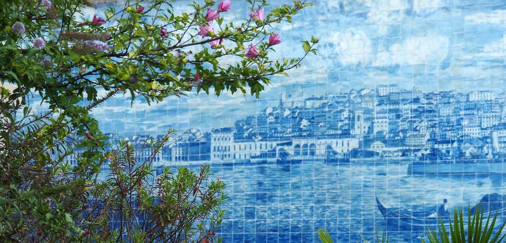 Azulejos, miradouro Portas do Sol à Lisbonne