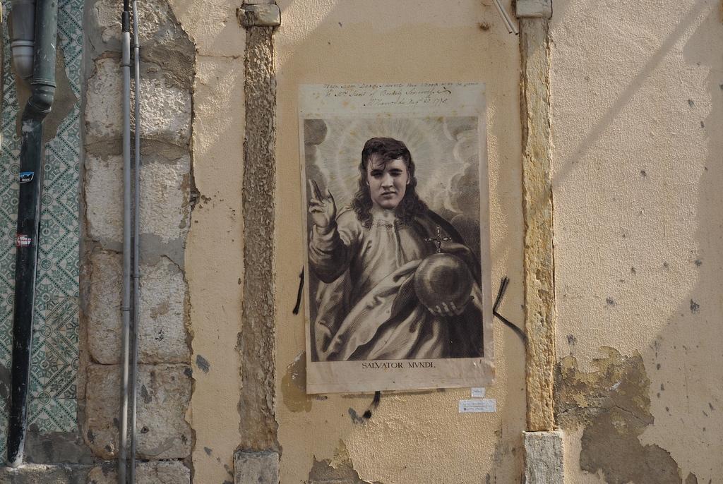 Elvis Presley - Street art dans l'Alfama à Lisbonne