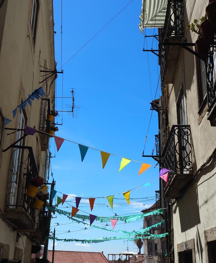 Les ruelles colorées dans l'Alfama à Lisbonne