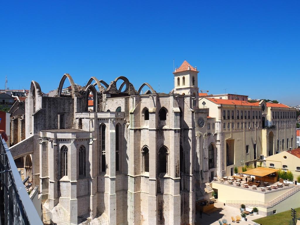 Vue sur Covento do Carmo - Elevador Santa Justa à Lisbonne