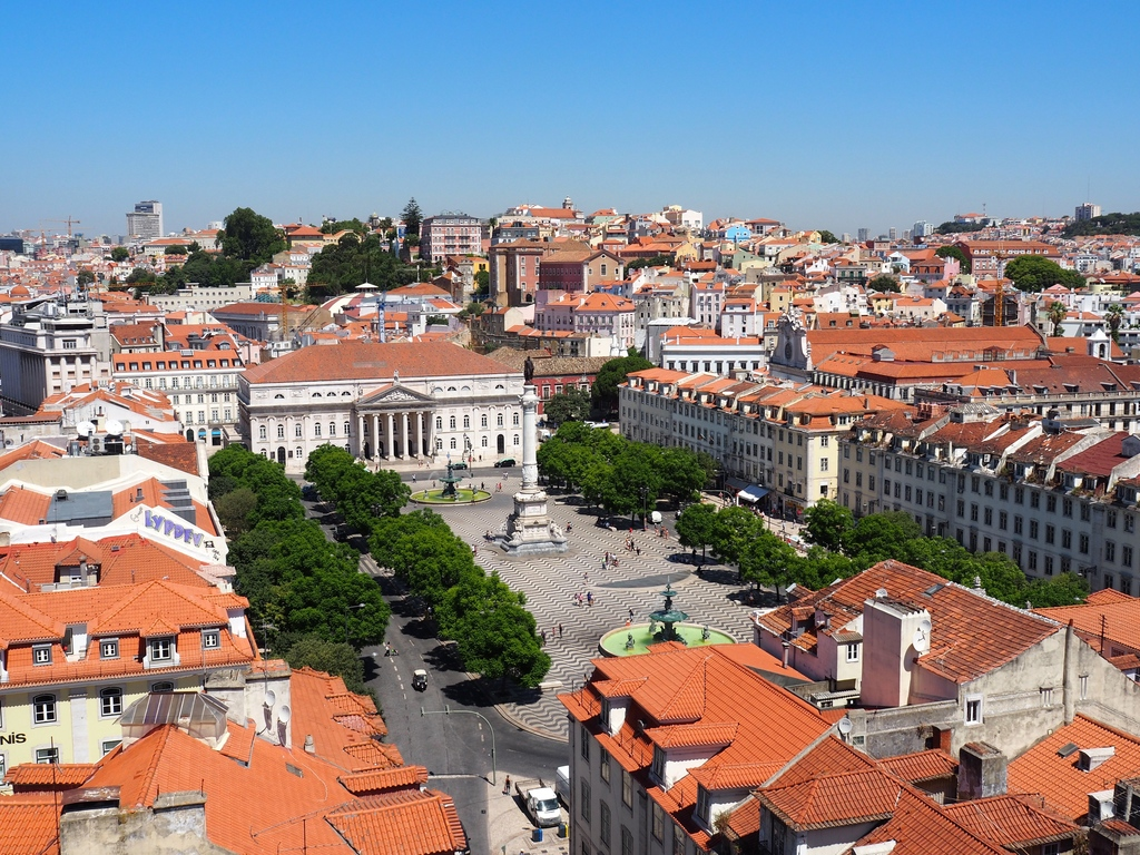 Vue sur Praça Dom Pedro IV - Elevador Santa Justa à Lisbonne