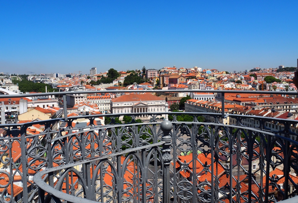 Vue les toits - Elevador Santa Justa à Lisbonne