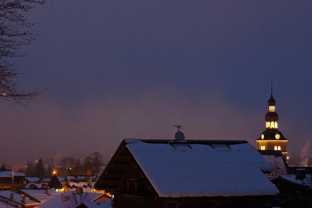 Megève en hiver, son clocher de nuit