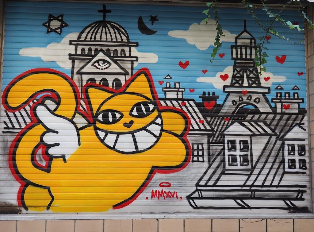 Visiter Bruxelles en famille, que faire en 4 jours ? - Un dimanche aux Marolles - street art M. Chat - rue du Renard
