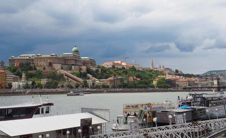 Visite de Budapest en famille, itinéraire sur 5 jours - Au bord du Danube avec vue sur le Palais Royal