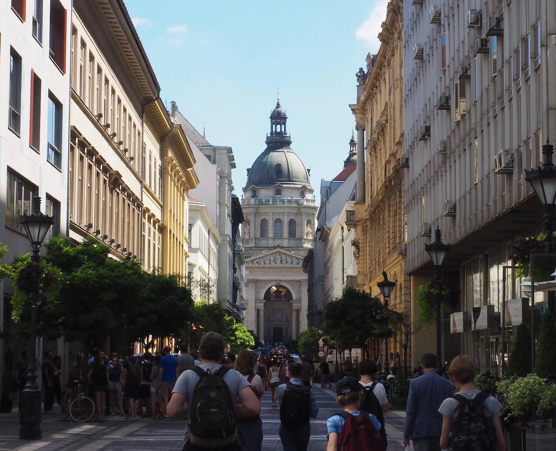 Visiter Budapest en famille, itinéraire sur 5 jours - Perspective sur la Basilique Saint-Etienne