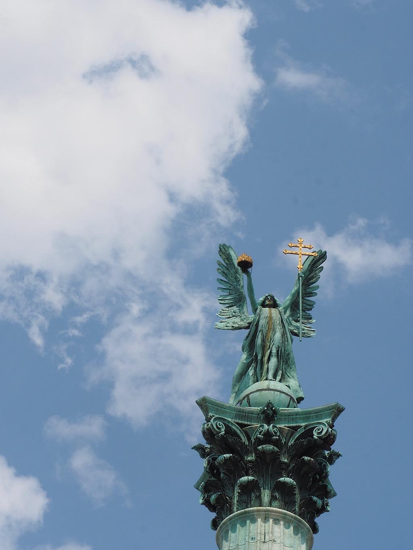 Visite de Budapest en famille, itinéraire sur 5 jours - Balade dans le quartier du Bois de la ville - Place des Héros - Archange Gabriel