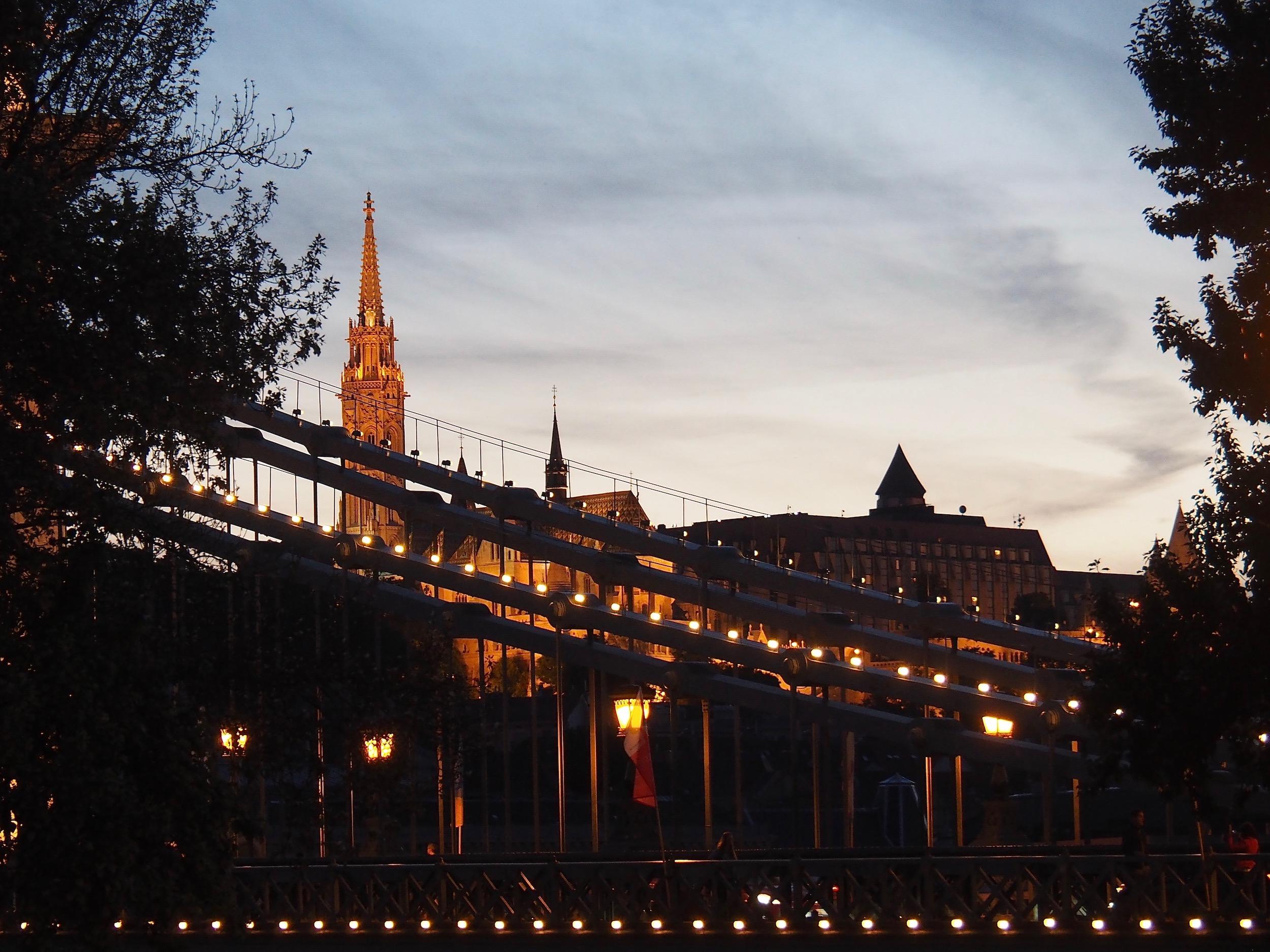 Visite de Budapest en famille, itinéraire sur 5 jours - Bord du Danube - Pont des Chaînes de nuit