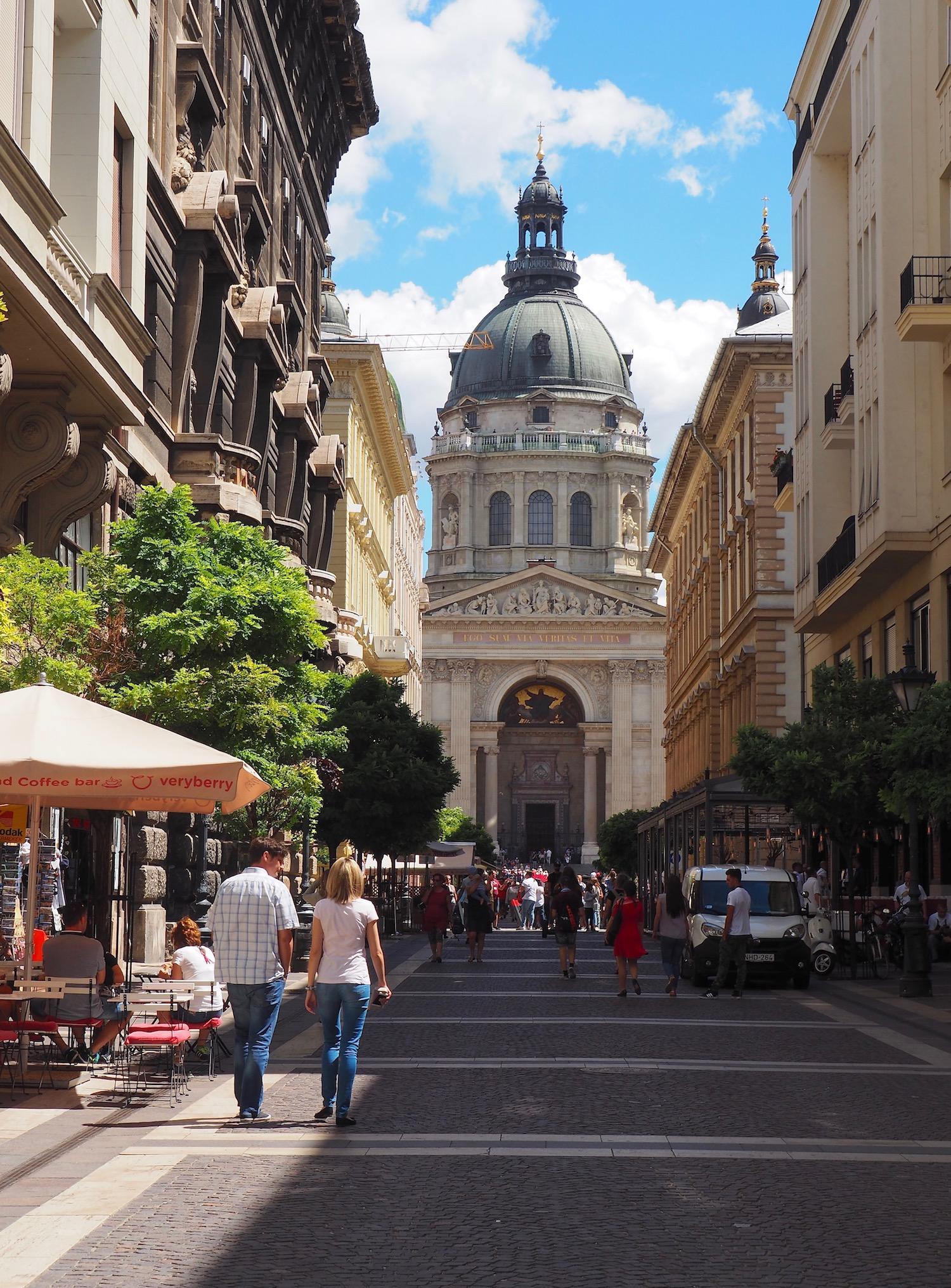 Visite de Budapest en famille, itinéraire sur 5 jours -Perspective sur la Basilique Saint-Etienne
