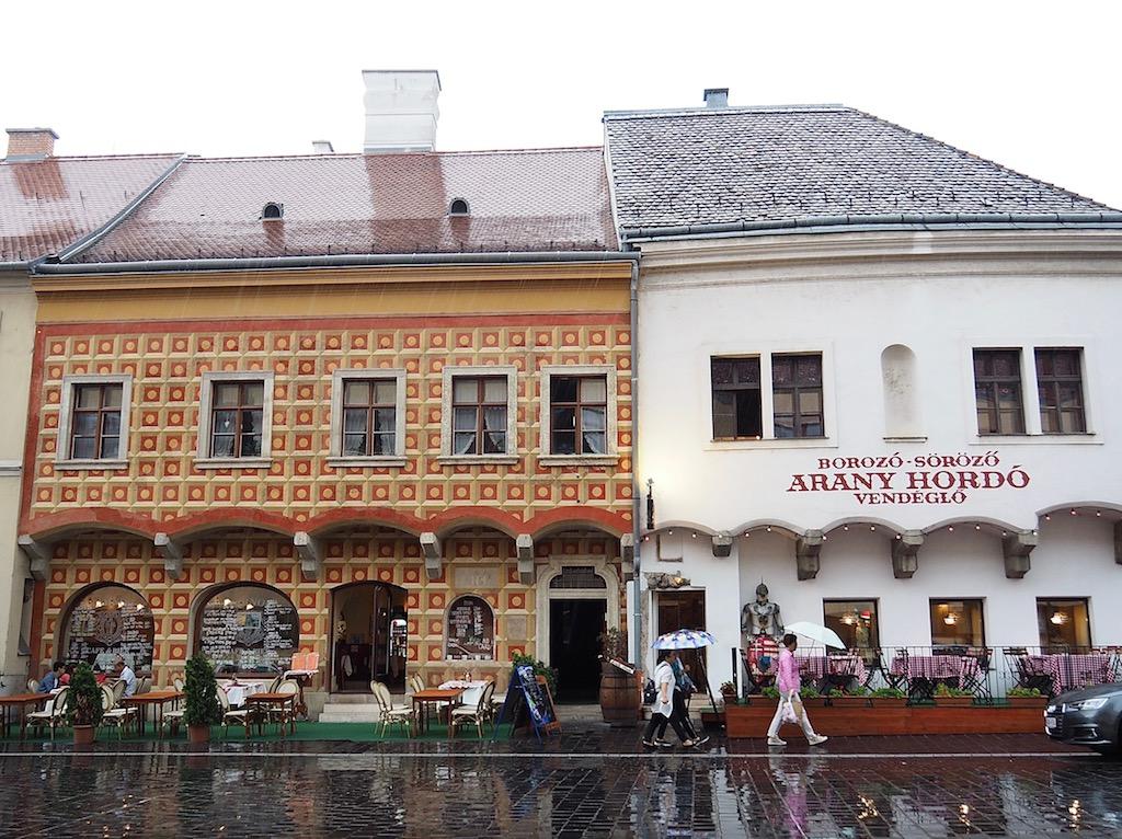 Visite de Budapest en famille, itinéraire sur 5 jours. Balade dans le quartier du château - Tarnok Café