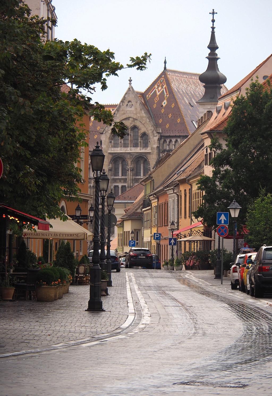 Visite de Budapest en famille, itinéraire sur 5 jours. Balade dans le quartier du château - vers l'Eglise Mathias