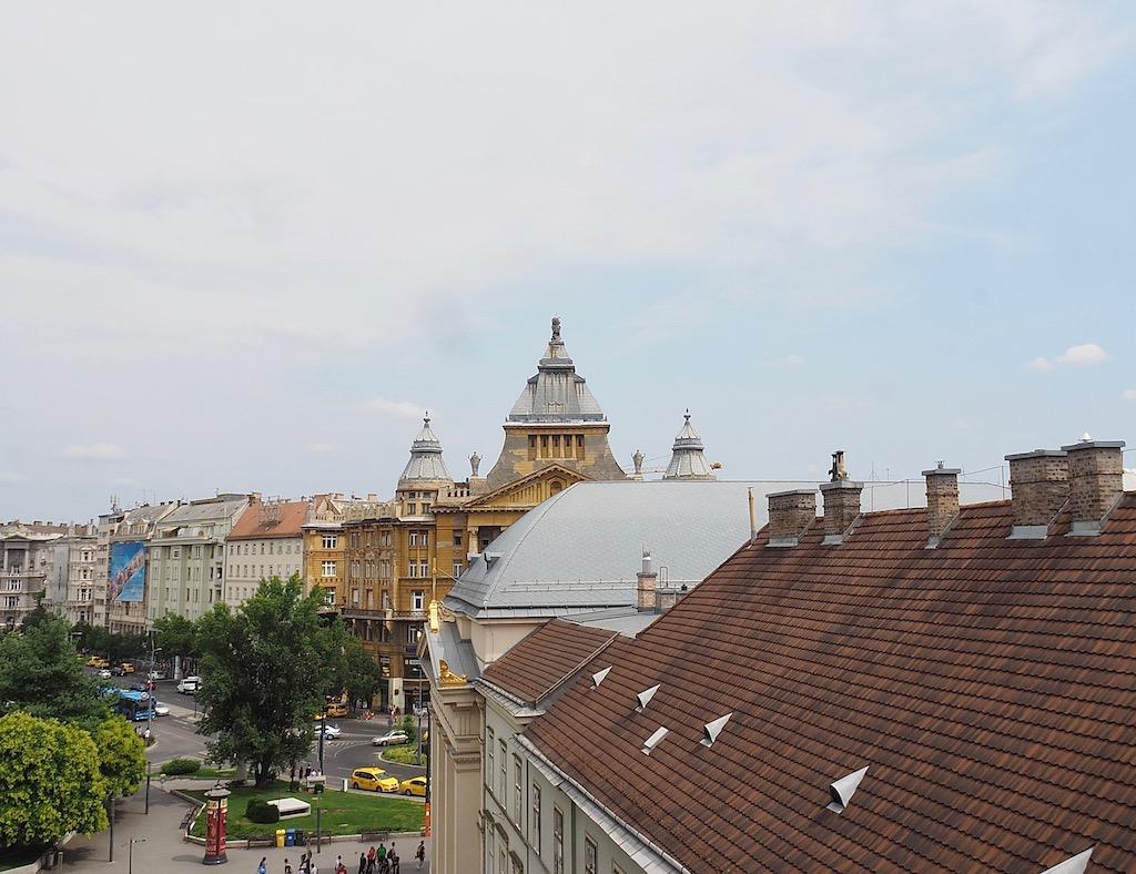Visite de Budapest en famille, itinéraire sur 5 jours - Balade dans le quartier du Bois de la ville - Vue de l'appartement - Deak Ter