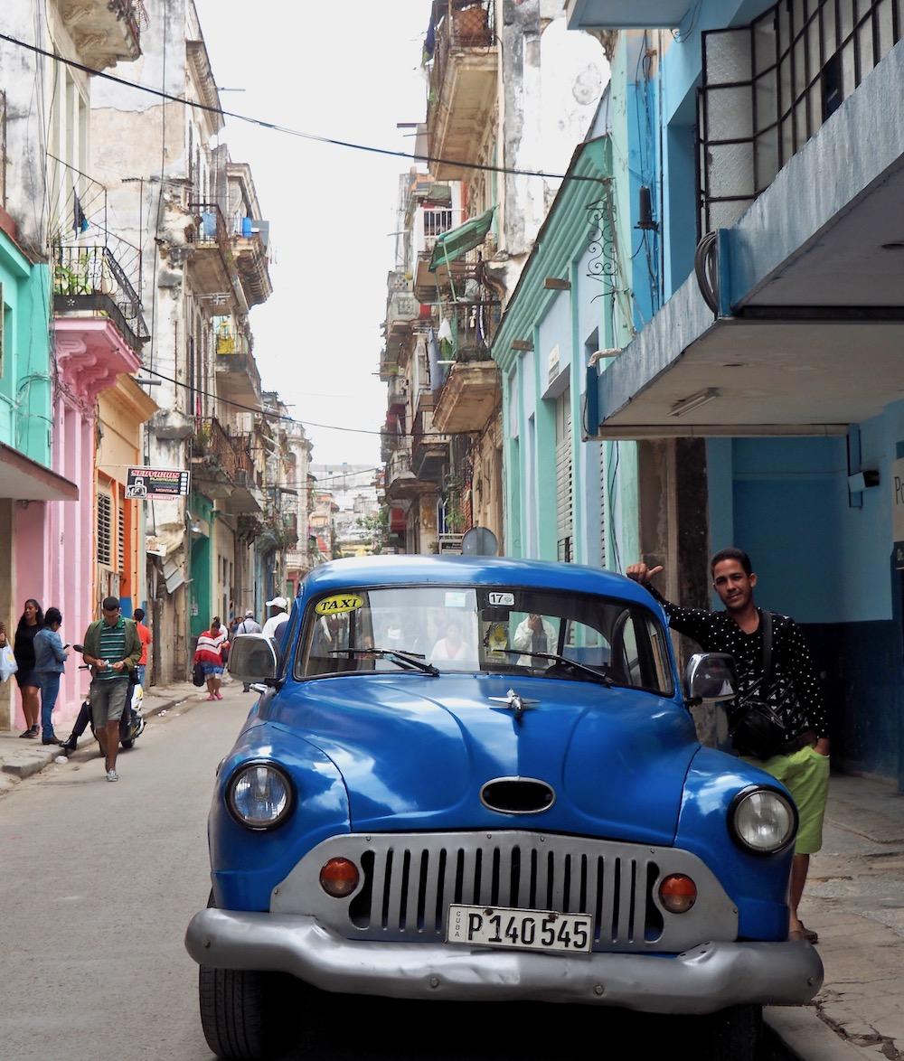 3 jours à la Havane - Victor et sa Buick dans les rues de la Habana Vieja, en bas de notre casa