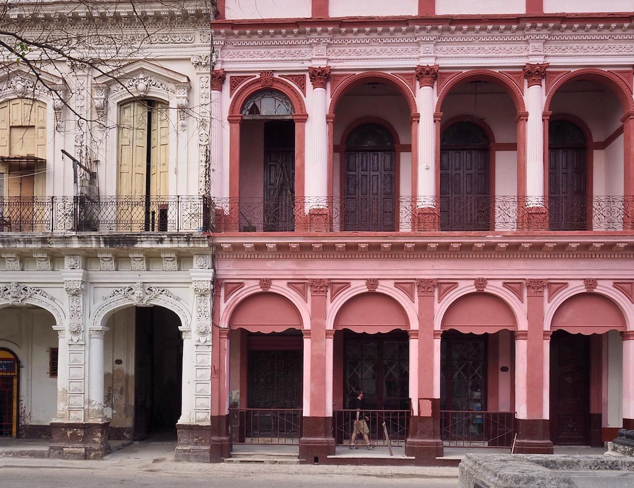 3 jours à la Havane - dans les rues de la Habana Vieja - façades colorées sur paseo del Prado