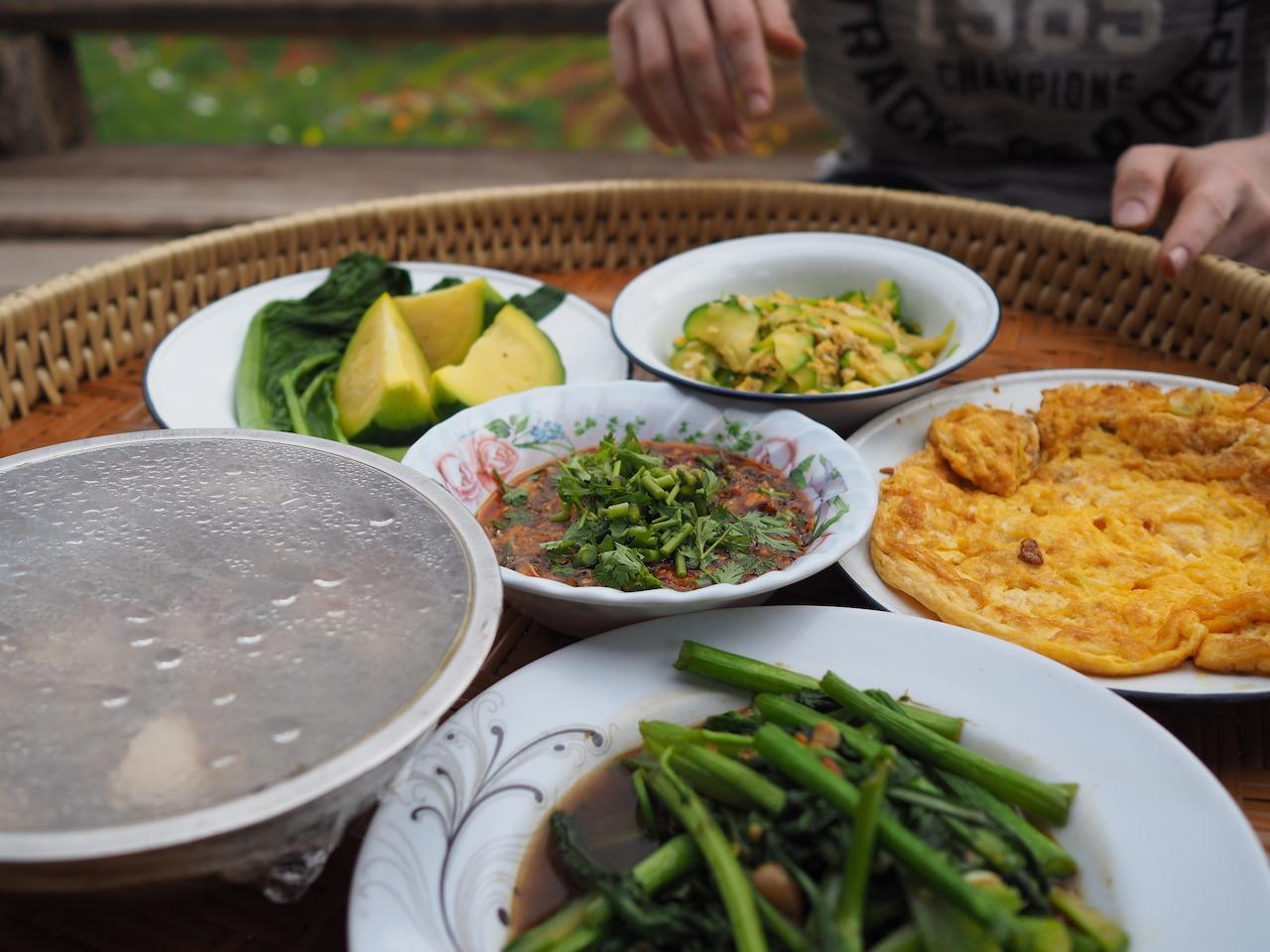 Une nuit dans les rizières de Ban Pa Pong Pieng dans la province de Chiang Mai : dîner avec vue de notre guest house
